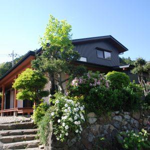 古き日本の景観を保つ<br>街並みの景色となる家