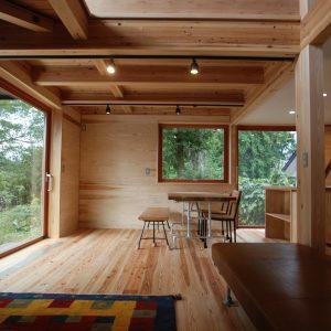 ご近所さんの憩いの場<br>大人3人暮らしを満喫する家
