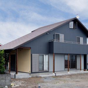 テラコッタ瓦とアーチの塗り壁<br>洋風を楽しむ富士市の家