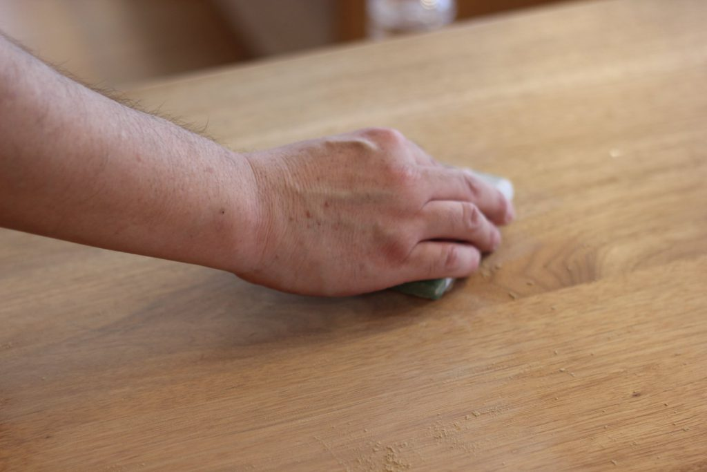 久和屋さんにダイニングテーブルの傷を補修してもらいました