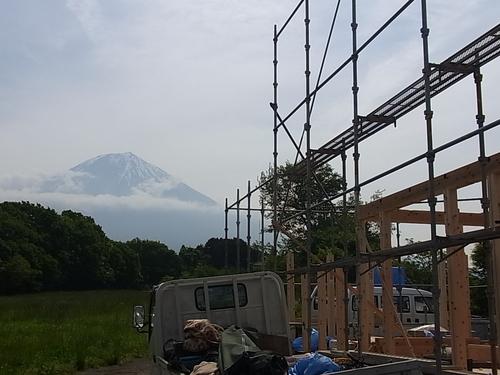 富士市中里にLOHASらしい家が上棟しました