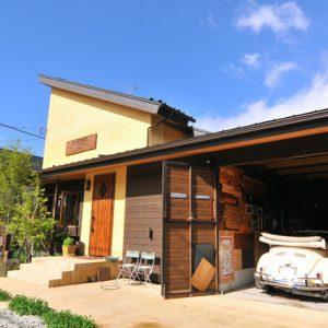 伸びやかに仕事する<br>美容院を併設した木の家