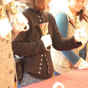 富士市のギャラリーでハンドベルの体験会
