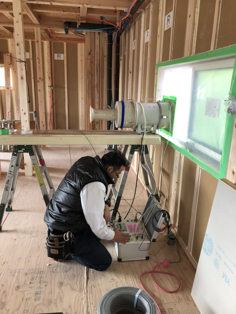 気密測定機超気密住宅用導入