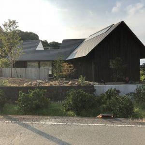 沼津市西浦の家、焼杉の外壁