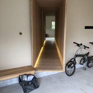 沼津市西浦の家、Jパネルの廊下