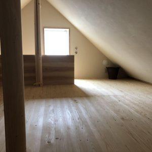 沼津市西浦の家、ロフトのような2階