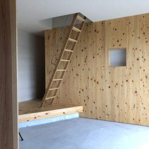 沼津市西浦の家、2階への階段