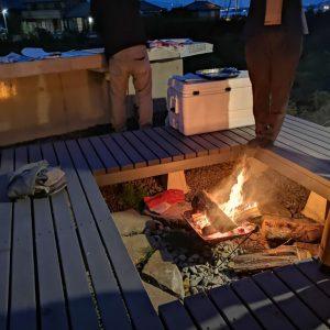 沼津市西浦の家、焚火場とウッドデッキ