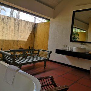 半屋外のお風呂と洗面