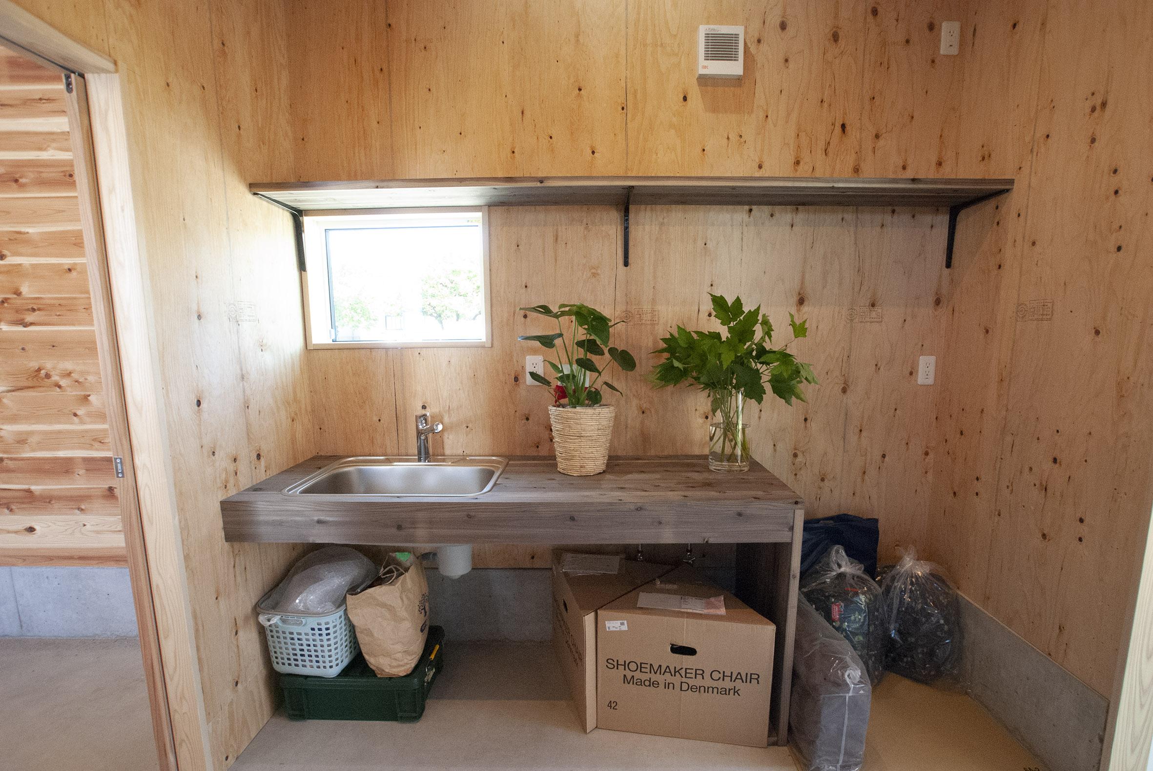 小屋の手洗い場