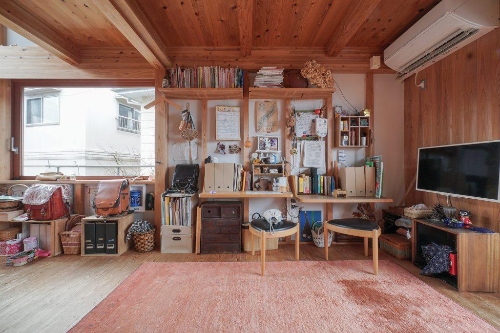 清水区の家、リビングにある勉強部屋