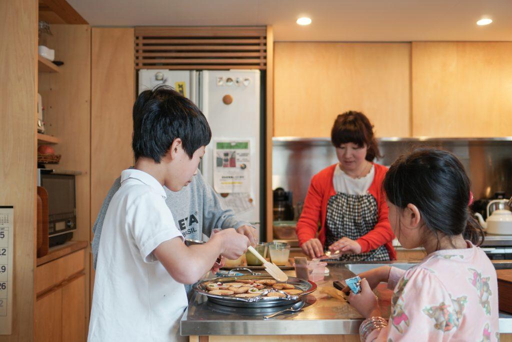 清水区の木の家で、手作りのお菓子