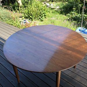 5人掛けの丸テーブル