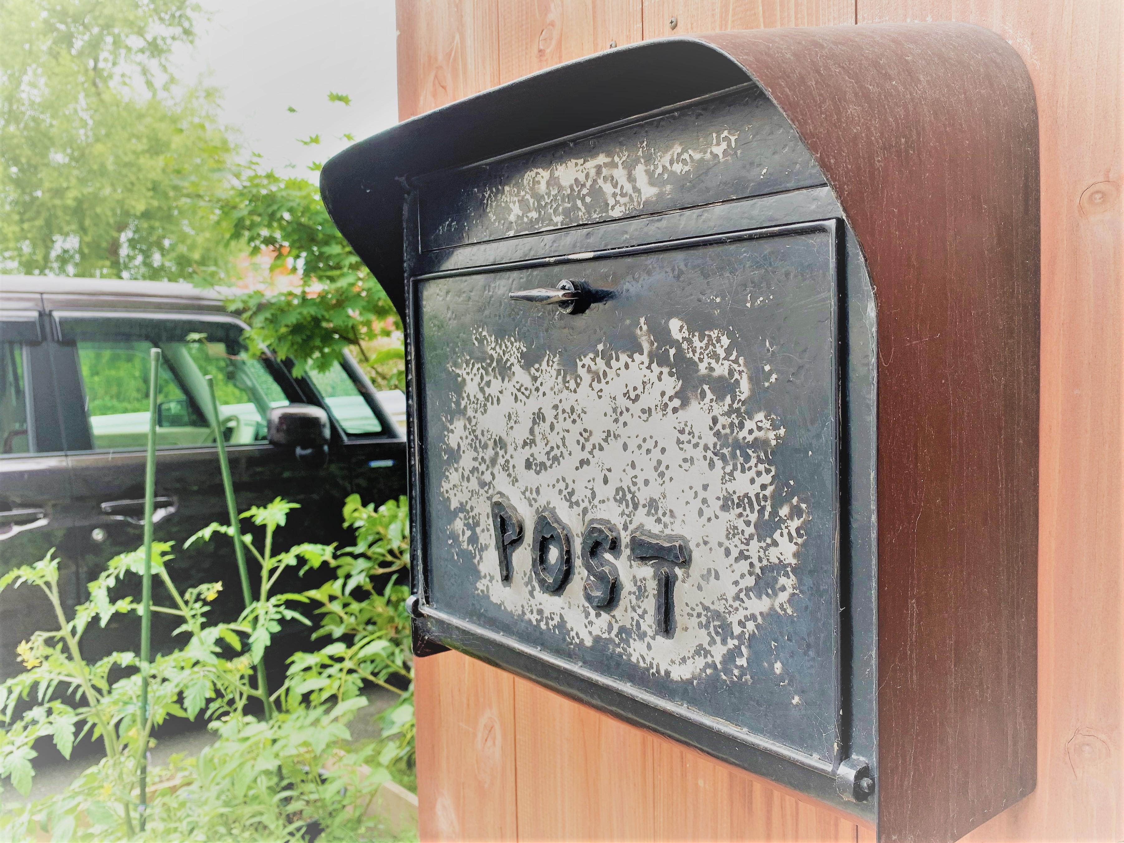 LOHASのポストや表札もアイアン