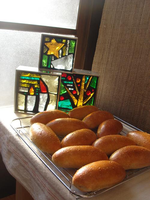 朝霧高原の天然酵母のパン屋さん、クリスマスに向けて。