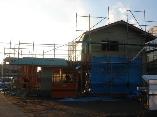 沼津で、癒しの美容室のある木の家、外観が見えてきました。