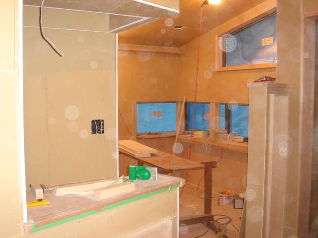 沼津で、癒しの美容室のある木の家木工事が終盤です。