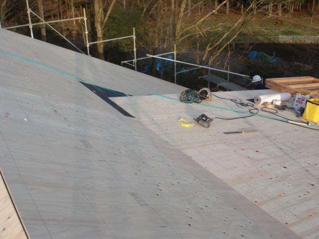 薪ストーブと相性のいい屋根。