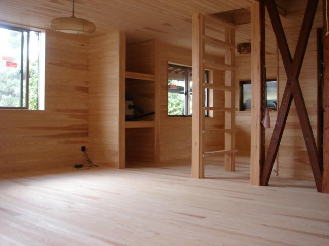 杉の優しさに包まれた部屋