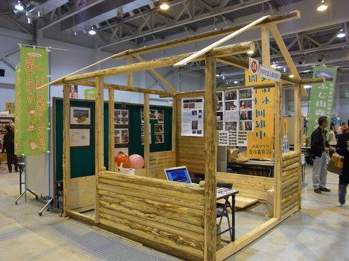 富士市の環境フェアできらめ樹材のミニログハウスをお披露目しました