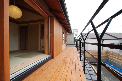富士宮のOMクワトロソーラーの家、ディテールが違います。
