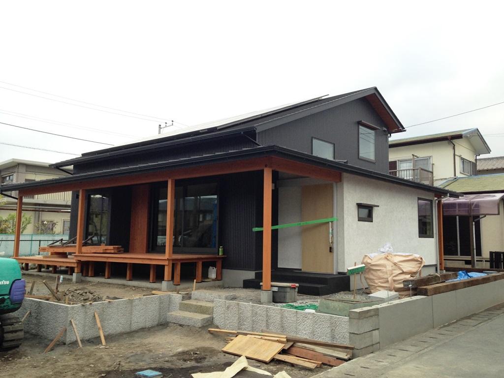 富士市の平屋のような2階建てのお宅、外観がほぼ出来てきました。